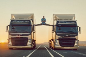 Jean-Claude Van Damme does the splits